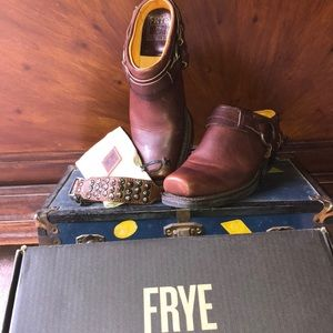 Frye Harness Mules SZ10& Cuff! In minty condition!